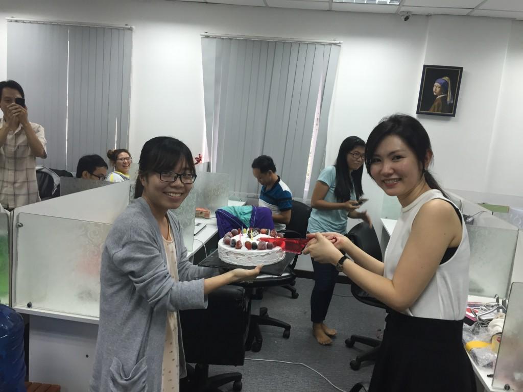 31のケーキで社員の誕生日会