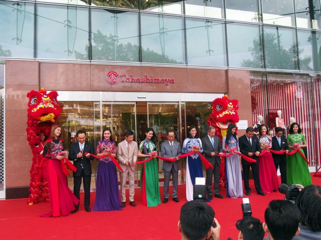 Mở cửa chuỗi cửa hàng [Takashimaya  tại T.p Hồ chí minh]. Chìa khóa thành công của [ Takashimaya ] tại Việt Nam là gì?